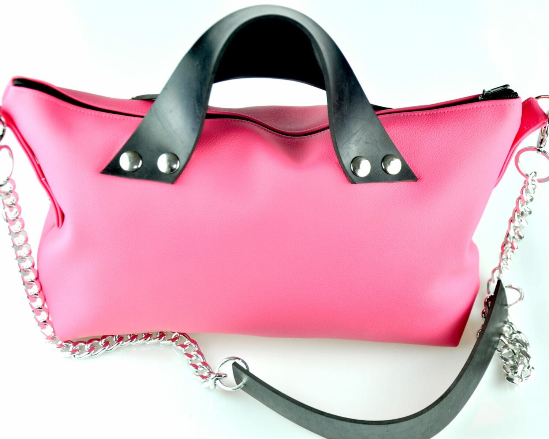 Bolso handmade polipiel rosa cremallera asas caucho remaches plateado cadena plata verano summer frontal scaled