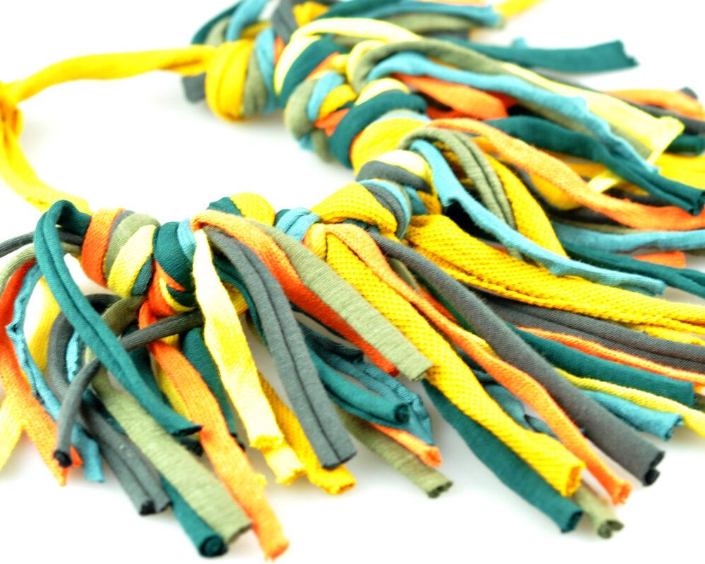 Collar handmade textil flecos mostaza multicolor largos nudos doble detalle 2