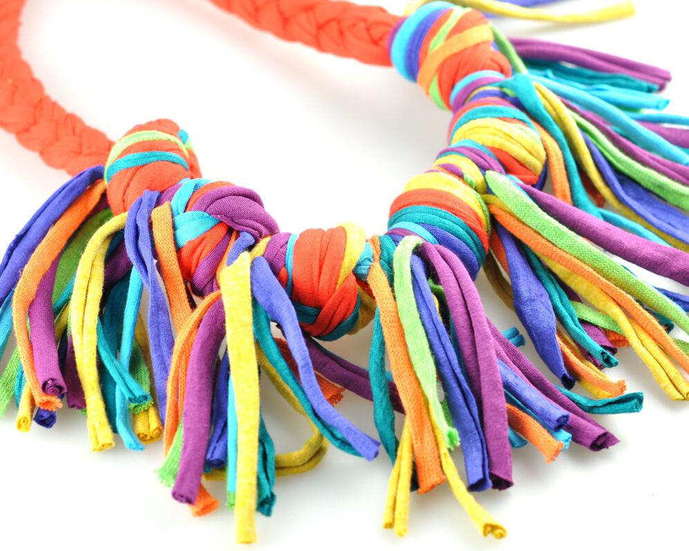 Collar handmade textil flecos naranja multicolor largos nudo doble diagonal 2