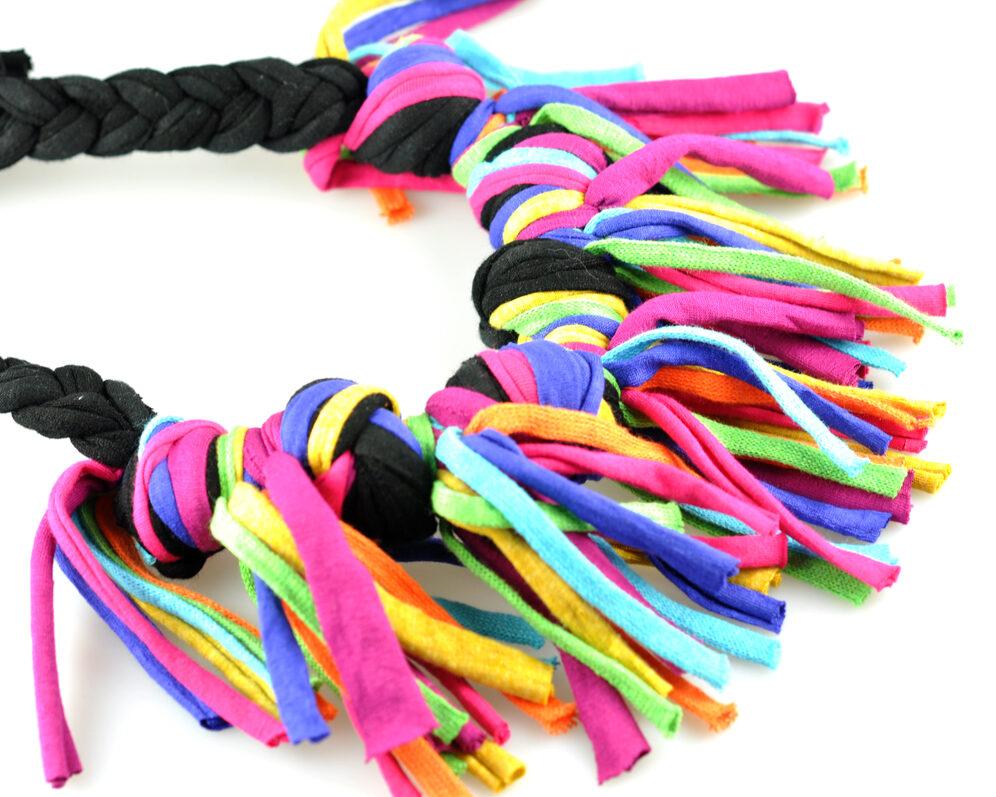 Collar handmade textil flecos negro multicolor largos nudo doble v2 diagonal 2
