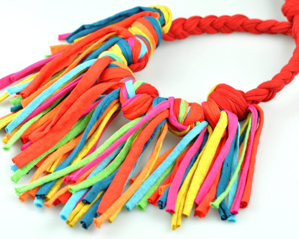 Collar handmade textil flecos rojo multicolor largos nudo doble diagonal