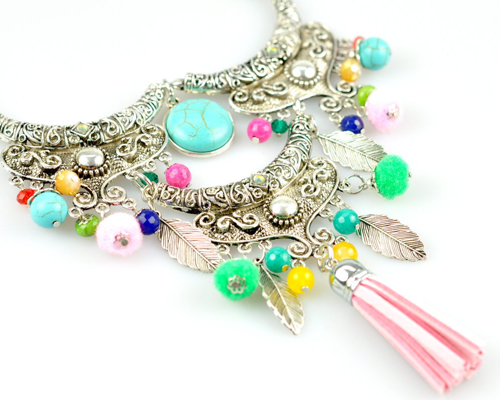 Collar handmade triple zyryab plateado viejo color metal cadena borla pompon detalle