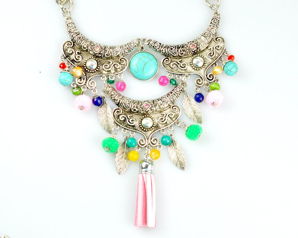 Collar handmade triple zyryab plateado viejo color metal cadena borla pompon frontal