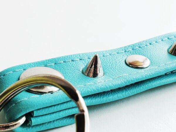 Llavero turquesa azul argolla tachuela metal piel sintetica mosqueton giratorio 4 unisex min scaled