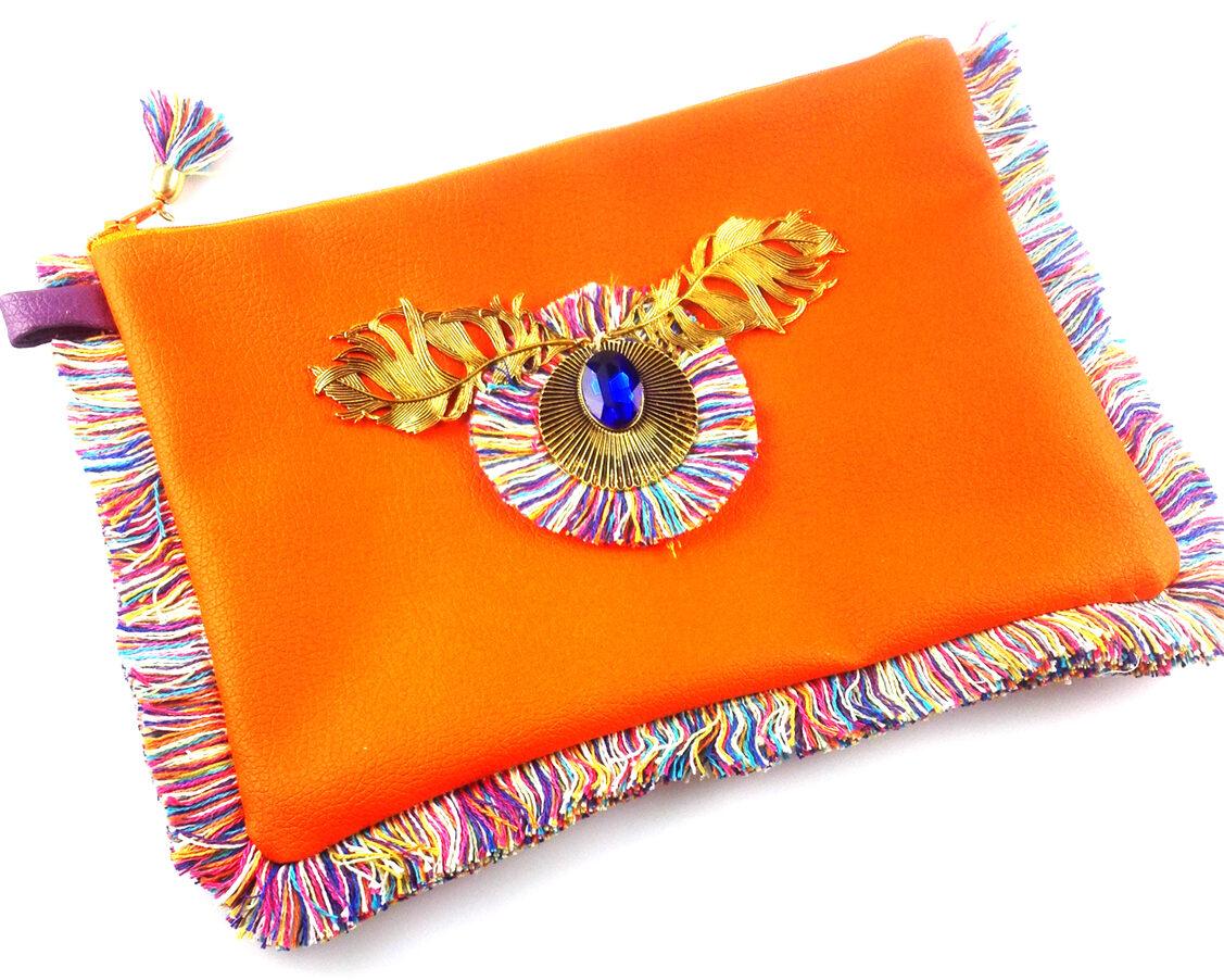 bolso clutch handmade artesano flecos multicolor roseton dorado cristal color polipiel naranja diagonal
