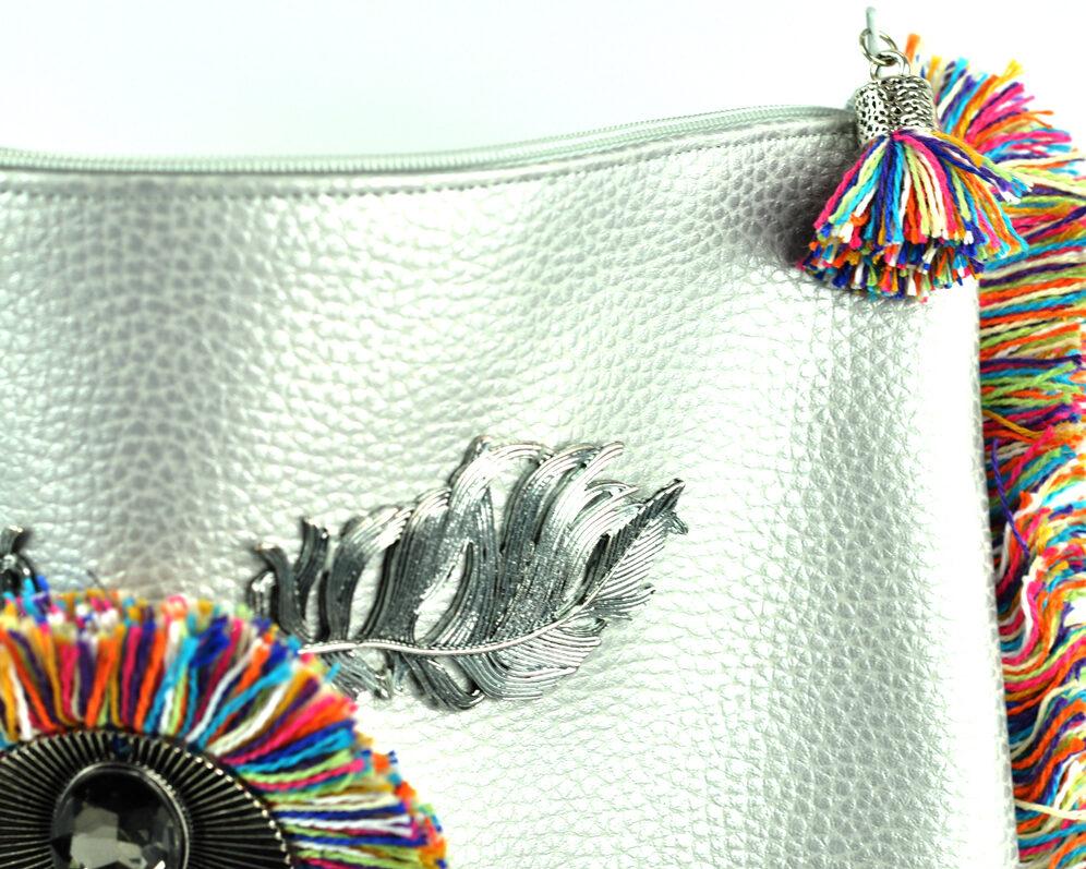 bolso clutch handmade artesano flecos multicolor roseton dorado cristal color polipiel plateado detalle 2