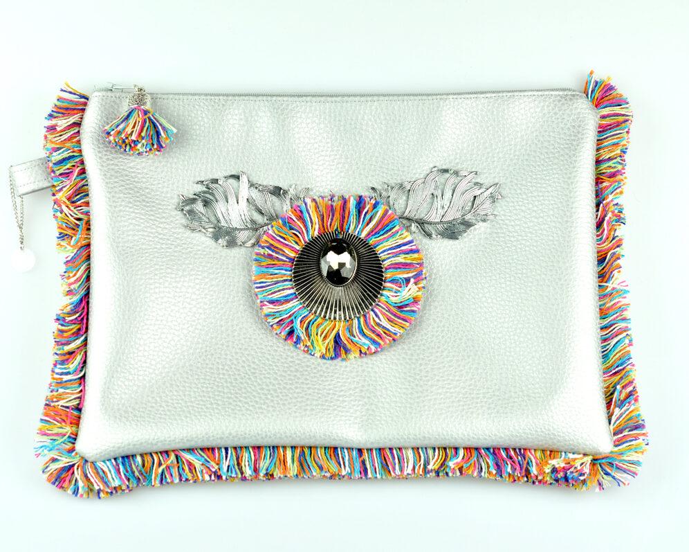 bolso clutch handmade artesano flecos multicolor roseton dorado cristal color polipiel plateado frontal