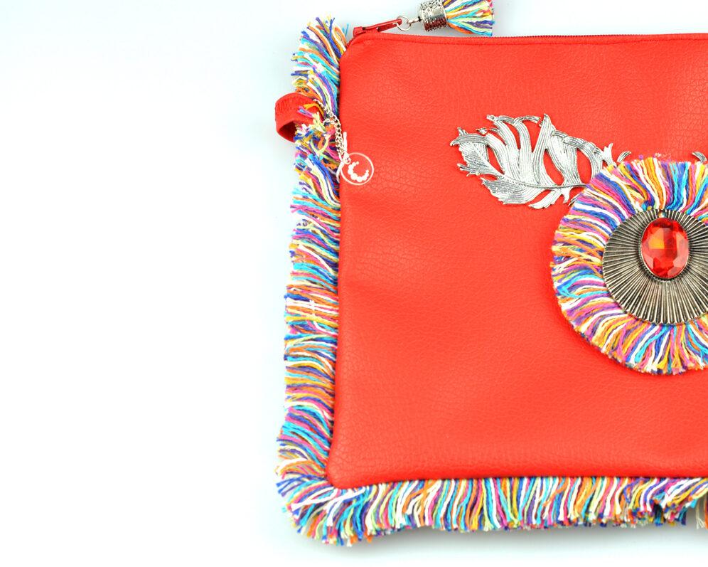 bolso clutch handmade artesano flecos multicolor roseton dorado cristal color polipiel rojo mitad