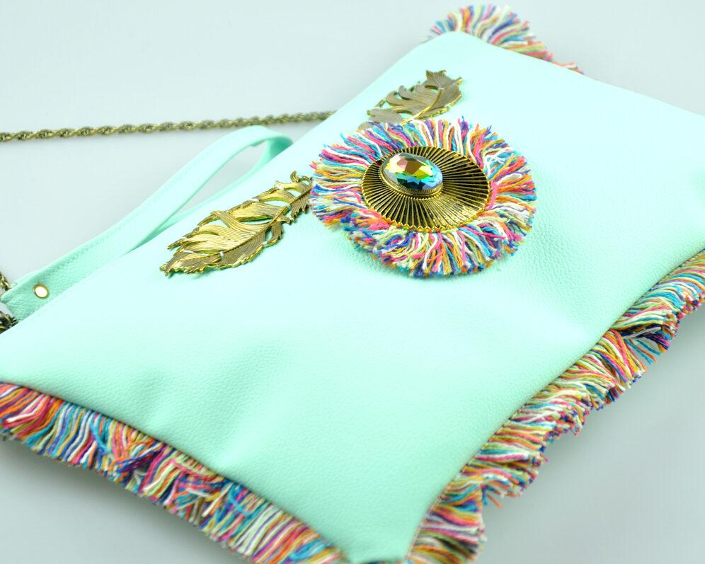 bolso clutch handmade artesano flecos multicolor roseton dorado cristal polipiel agua diagonal 2