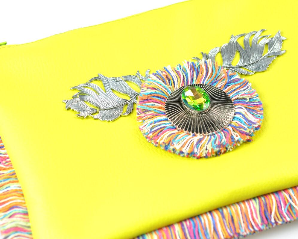 bolso clutch handmade artesano flecos multicolor roseton plateado cristal color polipiel pistacho diagonal 2