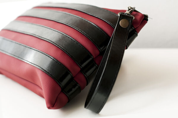 clutch burdeos negro unisex piel  sintetica tiras cuero asa cremallera bolsillo art 2