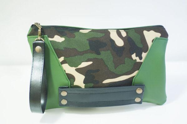 clutch camuflaje lados verdes cuero negro remaches front