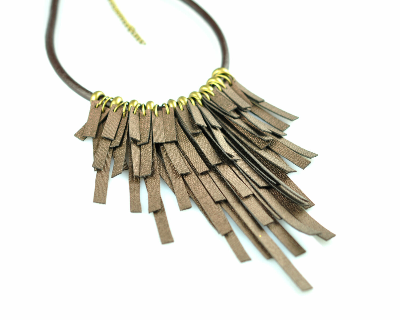 collar handmade polipiel tiras marron metal oro viejo cordon cuero derecha scaled