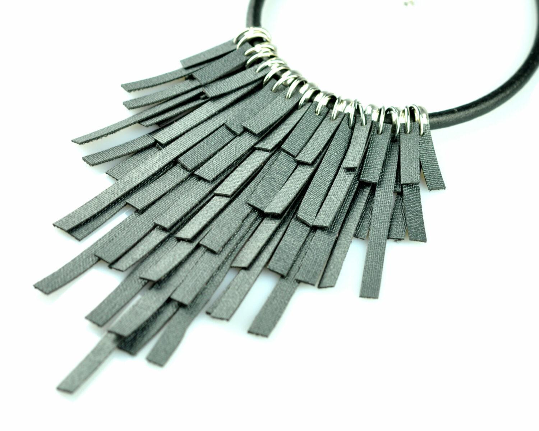 collar handmade polipiel tiras negro antracita metal plateado cordon cuero negro derecha scaled