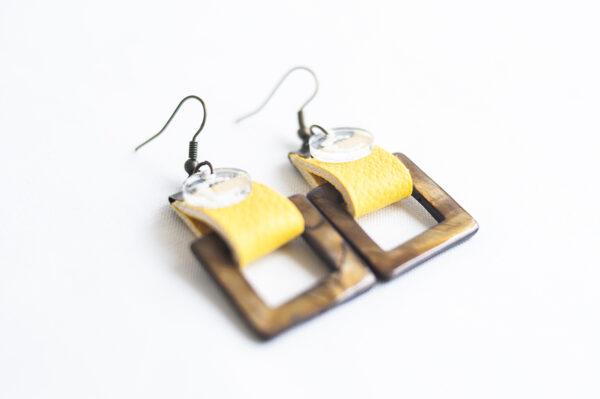 pendiente gancho dorado piel amarillo nacar cuadrado marron 04