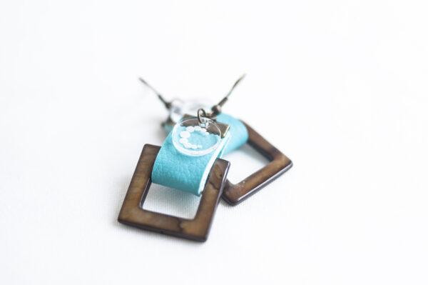 pendiente gancho dorado piel azul turquesa nacar cuadrado marron 02