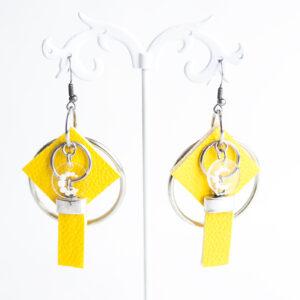 pendiente gancho plata piel amarillo metal argolla cuadrado tira 01