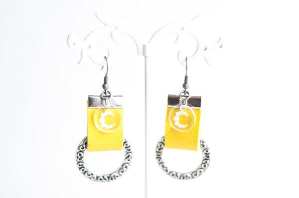 pendiente gancho plata piel amarillo metal argolla labrada 01