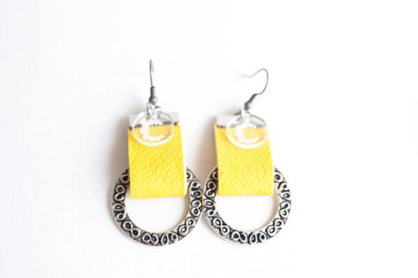 pendiente gancho plata piel amarillo metal argolla labrada 02