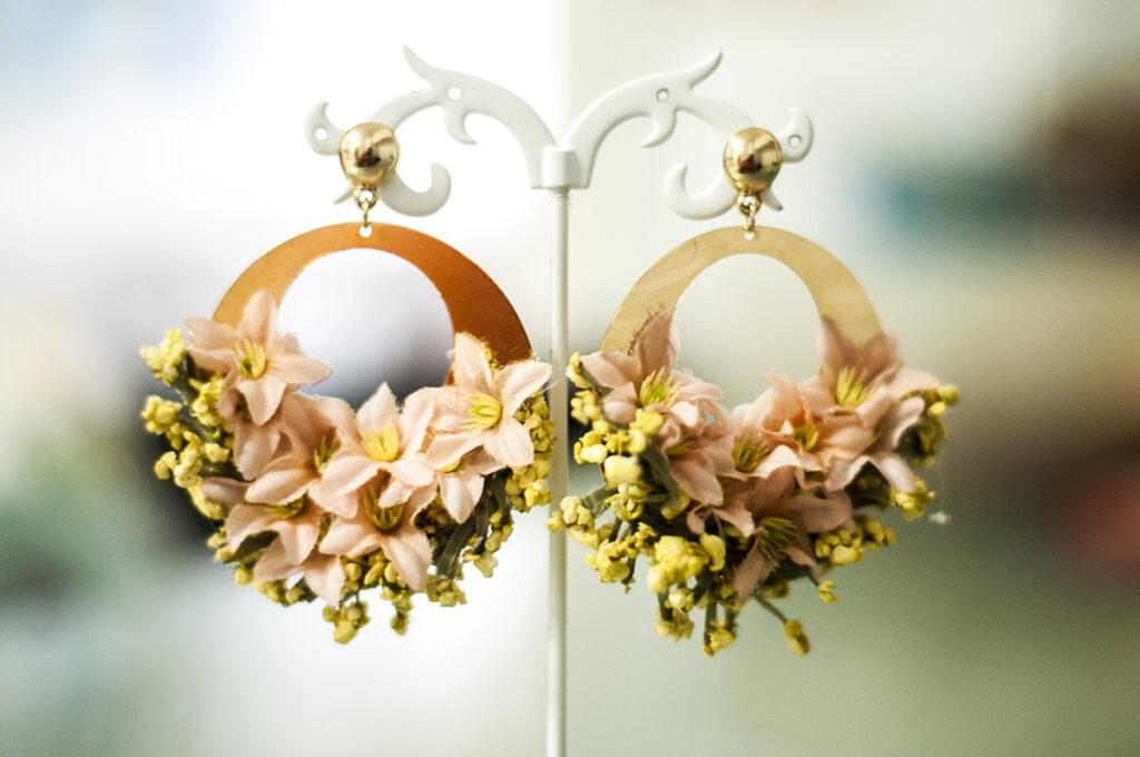 pendientes flora flores conjunto dorado rosa dargollas criollas 1200 4
