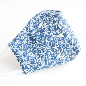 Cubre mascarilla tela azul flores blancas 00