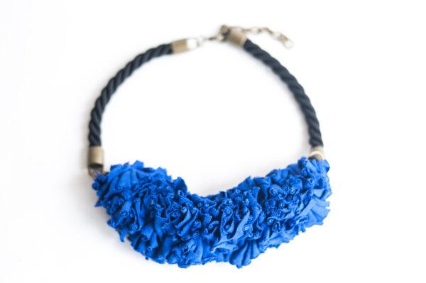 collar trapillo cordon negro azul 00