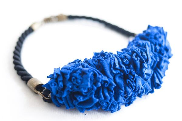 collar trapillo cordon negro azul 01