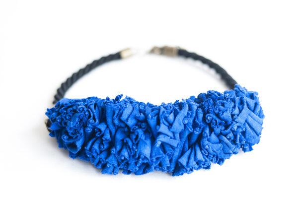 collar trapillo cordon negro azul 03