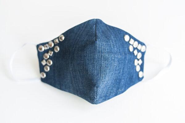 cubre mascarilla tela vaquera azul tachuelas plata cuadradas redondas elastico blanco 00