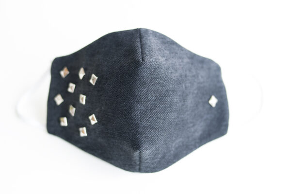 cubre mascarilla tela vaquera negro tachuelas cuadradas plata elastico blanco 00