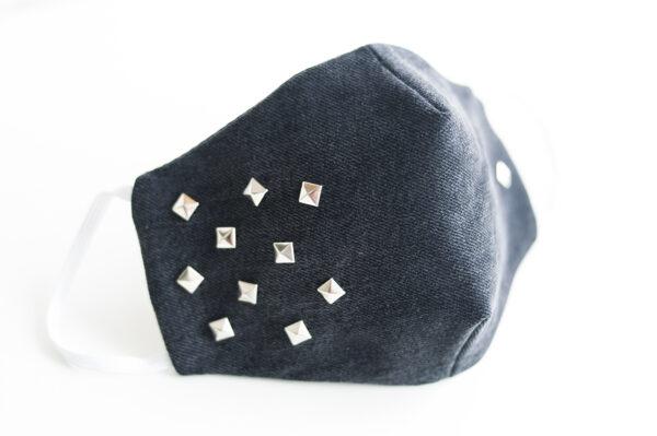cubre mascarilla tela vaquera negro tachuelas cuadradas plata elastico blanco 01