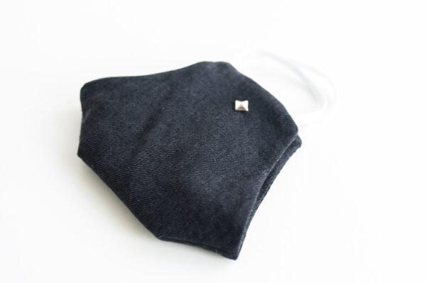 cubre mascarilla tela vaquera negro tachuelas cuadradas plata elastico blanco 03