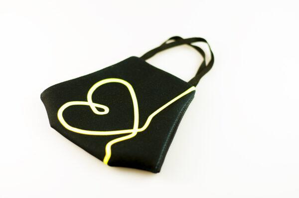 mascarilla corazon amarillo fluor picrisoriginal base negra elastico filtro tnt 03