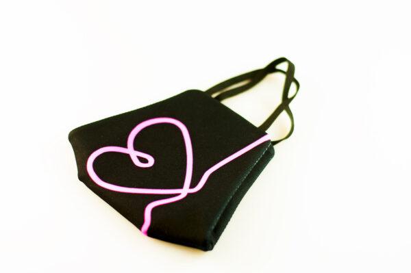 mascarilla corazon rosa fluor picrisoriginal base negra elastico filtro tnt 03