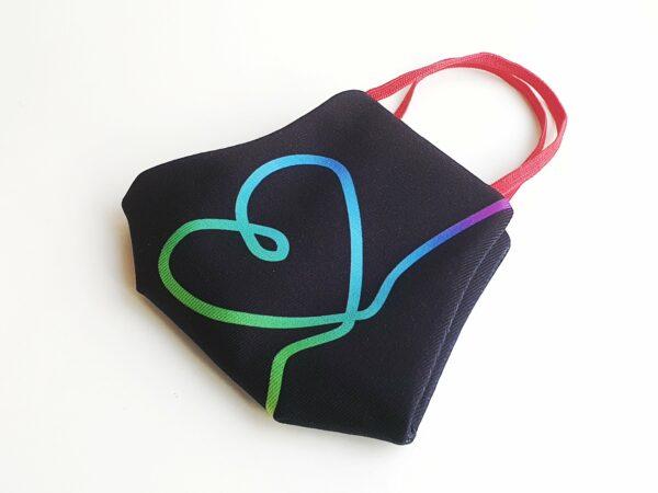 mascarilla picris original negra corazon bandera arcoiris 03 min