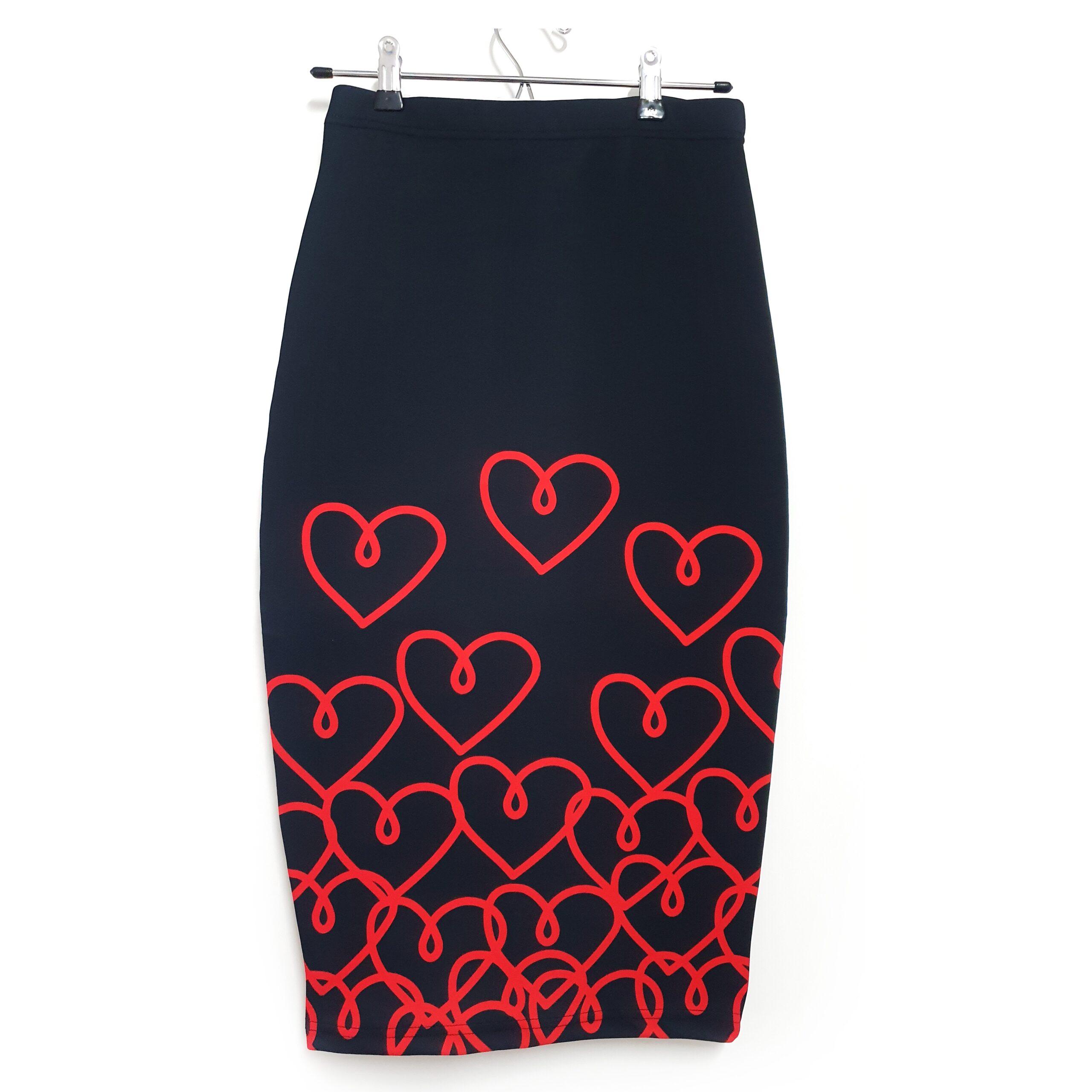 falda midi corazon rojo